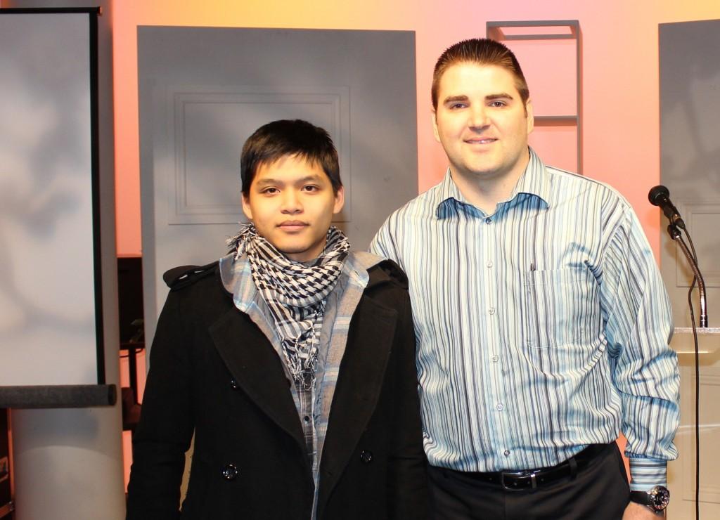 Jackson Ho accompagné de Patrick Mainville, gestionnaire du recrutement – liaison.
