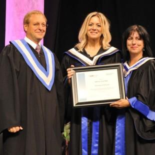 La Cité collégiale décerne un diplôme honorifique à Véronic DiCaire