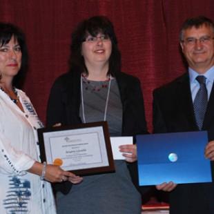 Brigitte Léveillé récipiendaire d'une bourse d'études et d'un certificat de reconnaissance