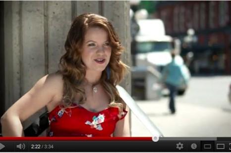 Une étudiante de La Cité lance son nouveau vidéoclip