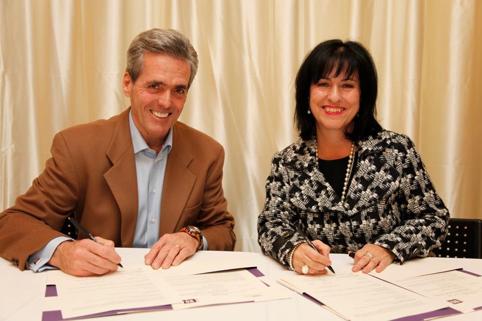 Glenn O'Farrell, président et chef de la direction du Groupe Média TFO, et Lise Bourgeois, présidente de La Cité collégiale