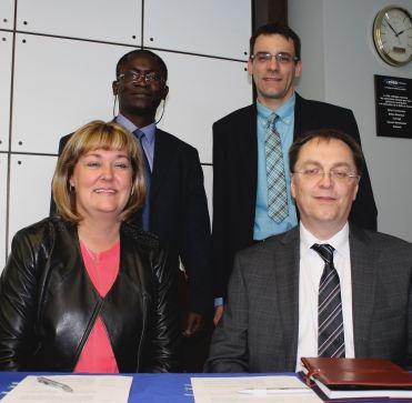 l'Université de Moncton, campus d'Edmundston, (UMCE) et La Cité collégiale à la signature d'un protocole d'entente entre les deux institutions.