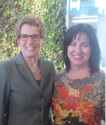 La première ministre de l'Ontario, l'honorable Kathleen Wynne et la présidente de La Cité collégiale, madame Lise Bourgeois