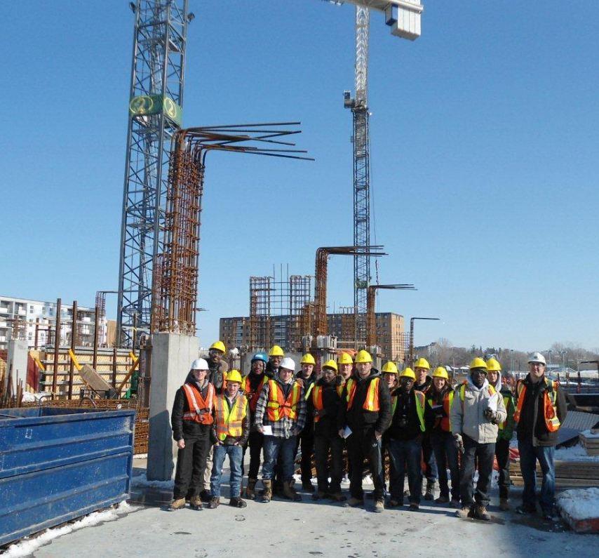 Les étudiants du programme Technologie du génie civil - construction, accompagné de leur enseignant Gaétan Lacroix, ont eu l'occasion de visiter le chantier de construction du centre commercial Bayshore, à Ottawa, en février 2013.