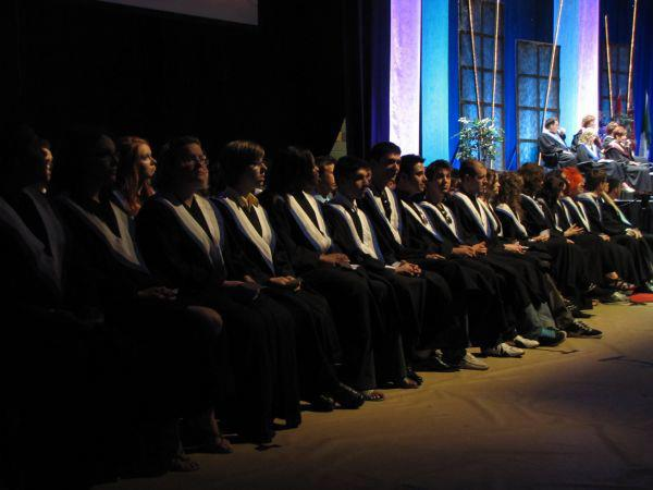 Des étudiants en toge lors de la cérémonie des diplomes à La Cité collégiale