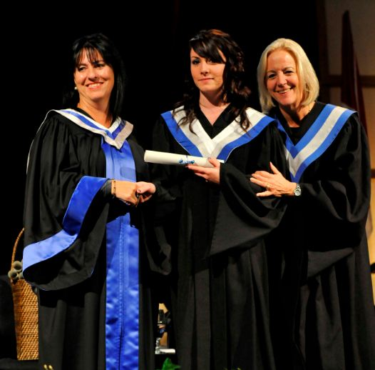 Mme Lise Bourgeois, présidente de La Cité, une diplômé et Mme Lise Cloutier présidente du conseil d'administration de La Cité
