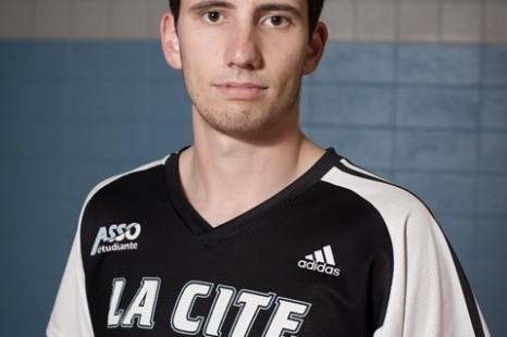 Un joueur des Coyotes de La Cité bat un record provincial au volley-ball!