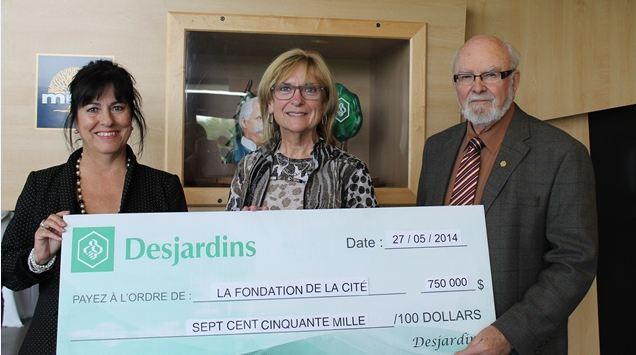 Lise Bourgeois, présidente de La Cité et des représentant de Desjardins