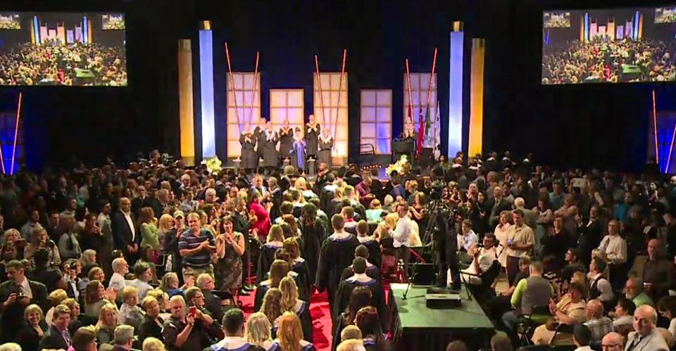 Entrée des diplômés à la cérémonie de remis des diplômes