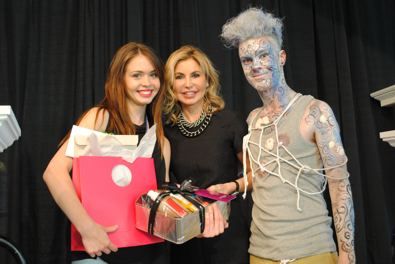 Dominique Labelle St-Onge, Lyn Beaudoin (coordonnatrice du programme Techniques d'esthétique) et  Eli Migneault (model)