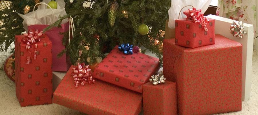 Plusieurs cadeaux de Noël