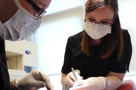 Assistante dentaire : une profession cruciale et en demande
