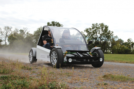 Les étudiants de La Cité perfectionnent leur voiture électrique
