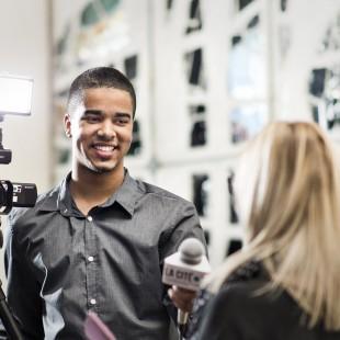 Études en journalisme: 5 bourses d'entrée de 1000 $ offertes par Énergie et Rouge FM