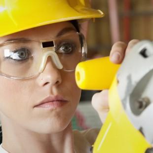 Femmes dans les métiers spécialisés : Un pas de plus vers l'élimination des barrières