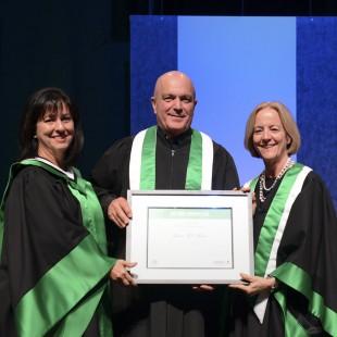 La Cité confère deux diplômes honorifiques