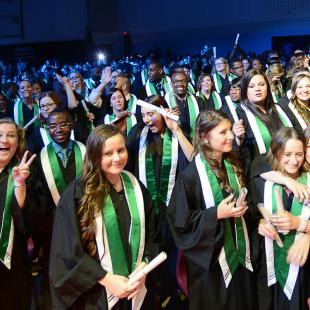 Voyez ou revoyez les cérémonies de remise de diplômes de La Cité