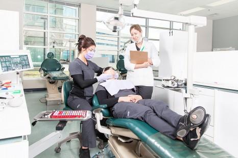 La Clinique dentaire de La Cité offre ses services aux réfugiés syriens