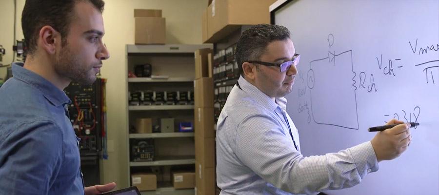 Nabil Mchirgui, professeur de La Cité et un étudiant