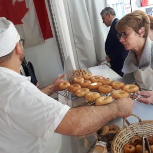 Fête du painà Paris : des étudiants en arts culinaires de La Cité  représentent le Canada