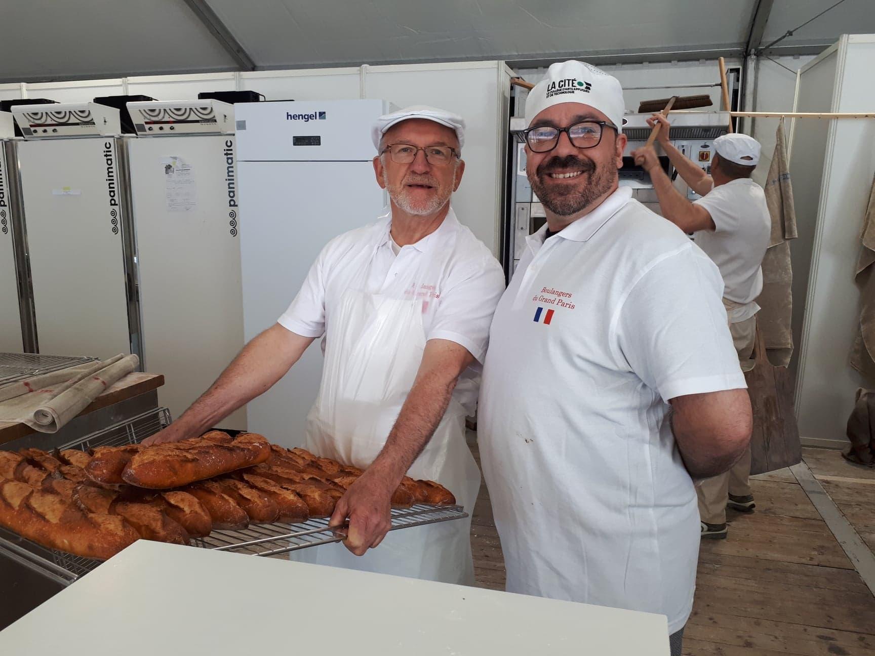 Yannick et un maître boulanger français à la Fête du pain.