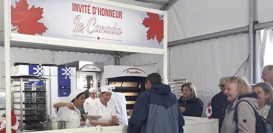 Fête du painà Paris : des étudiants en cuisine de La Cité représentent le Canada